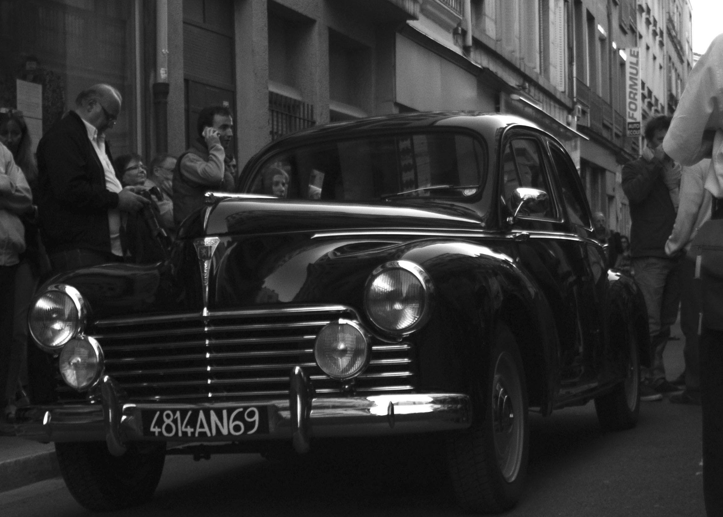 Défilé Collection Privée Septembre 2014 arrivée des modèles en voiture de collection
