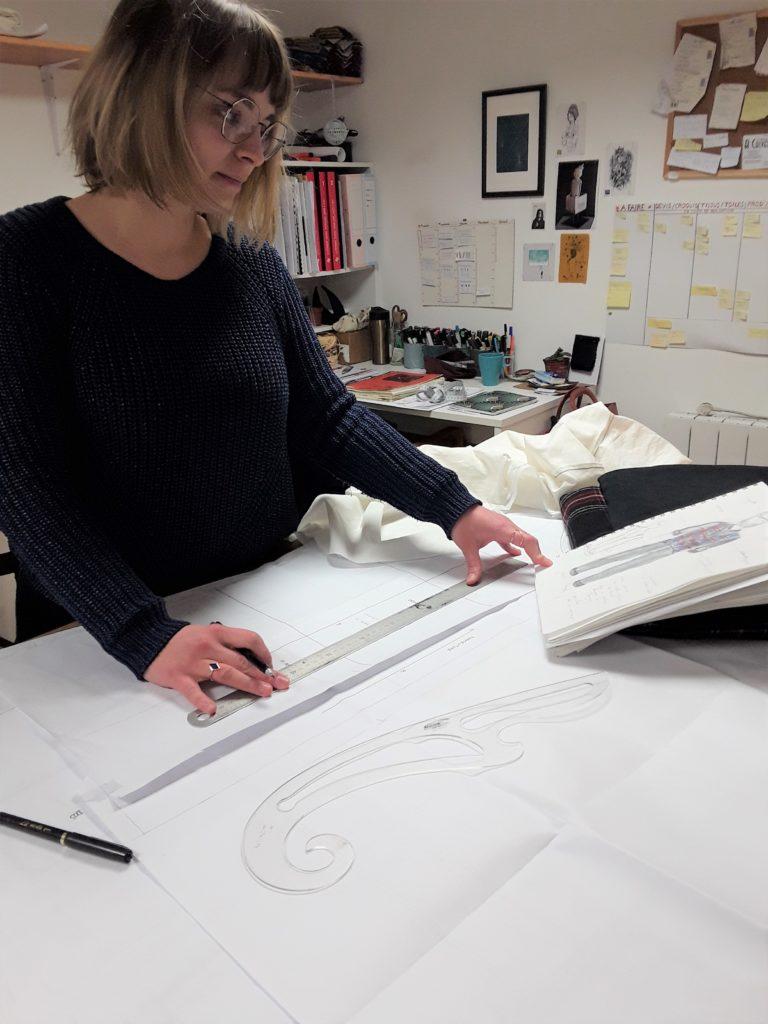 Julie Bonnard styliste tracage de patron d'après croquis Saint-Étienne